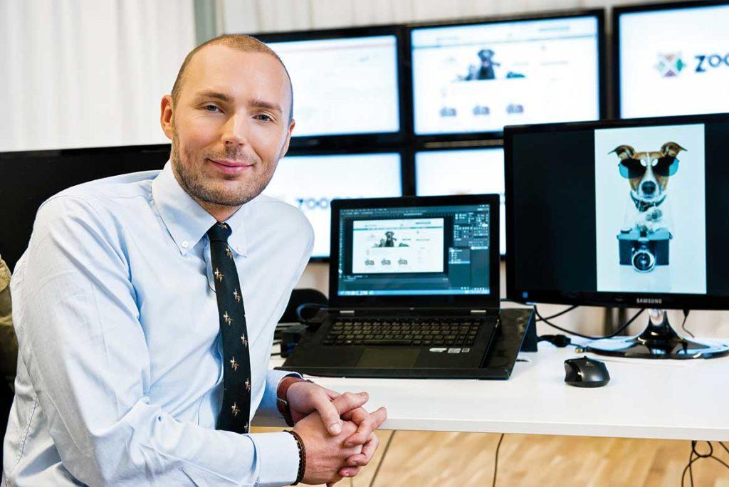 Jarno Vanhatapio, 36, bor i Linnéstan, Göteborg. Han grundade Nelly.com år 2003, och sålde det 2007 till CDON Group för totalt 70 miljoner kronor enligt uppgifter från CDON Groups årsredovisningar. Nu är han inne på ny resa med sitt nya bolag ZooZoo.com. Kontoret finns i Borås och Jarno lägger ner 70 procent av sin tid på e-butiken.
