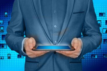 Jobbar för att stärka den digitala kompetensen hos vuxna